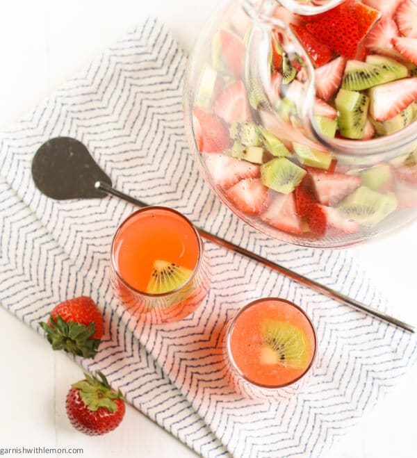 Strawberry Kiwi Daquiris -A classic daiquiri recipe made with strawberry-kiwi infused rum.