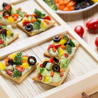 Avocado Ranch Veggie Pizza Bites