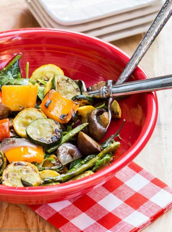Grilled Vegetable and Kale Salad -Got leftover vegetables in your fridge? Turn them into this simple yet gorgeous Grilled Vegetable and Kale Salad.