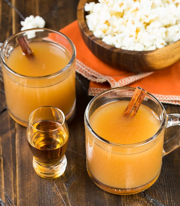 Hosting a party this fall? Whip up a batch of this fall-inspired Bourbon Citrus Sipper in your slow cooker and leave the bartending to your guests.