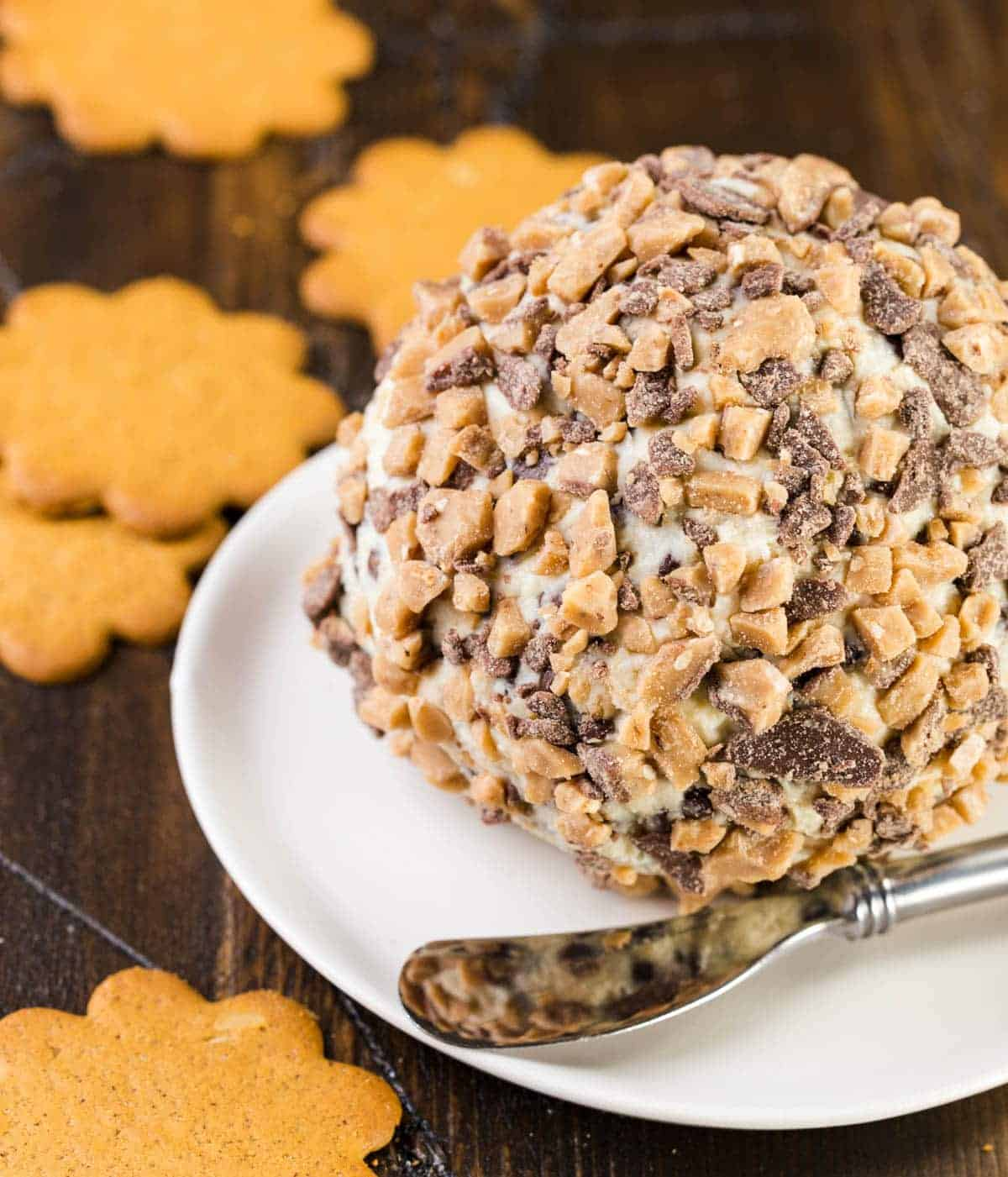 Need a sweet for a crowd? This Chocolate Chip Cheese Ball is the perfect dessert for any gathering made with pantry staples!