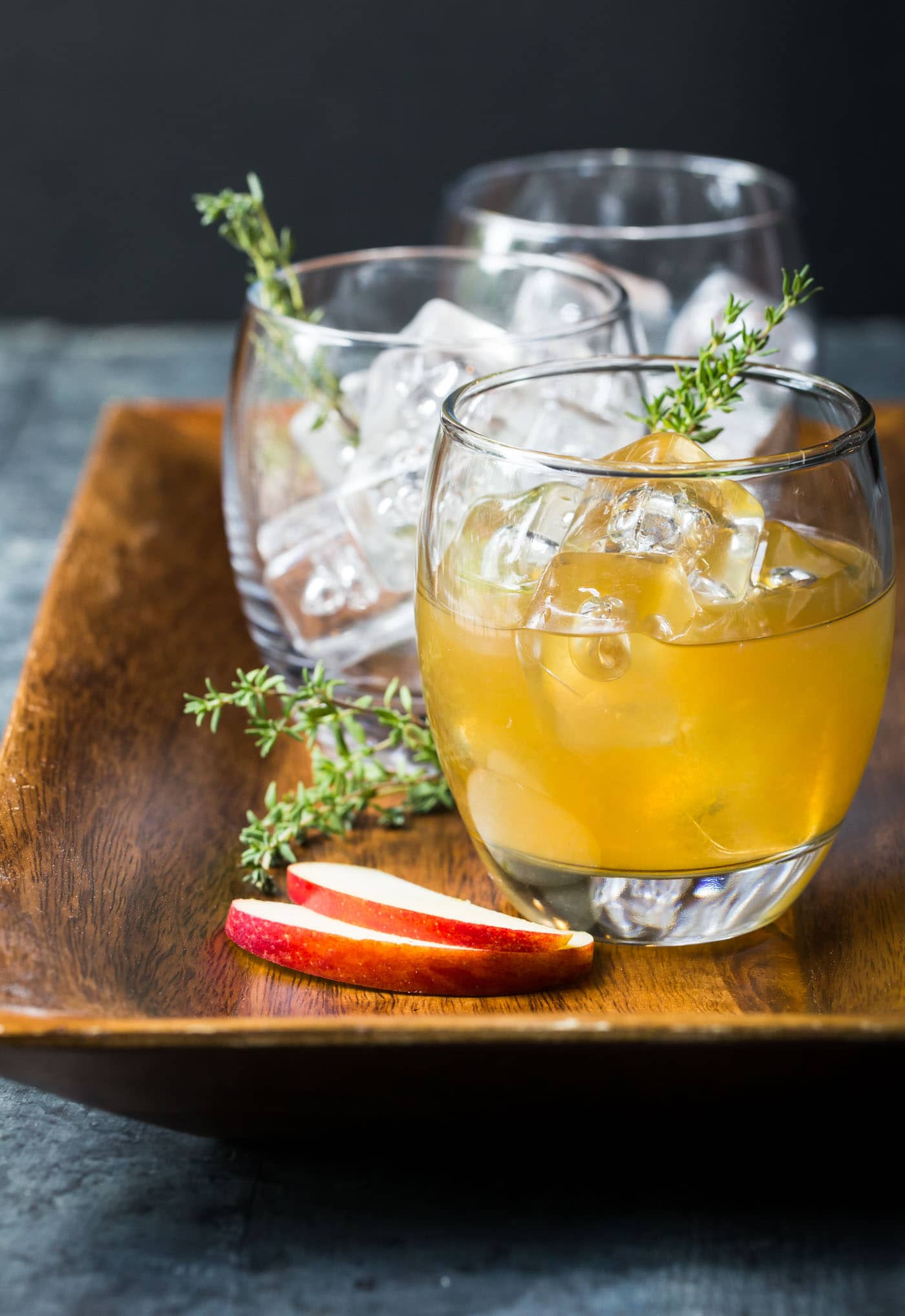 ... oh-so-tasty Bourbon Apple Cider Cocktails - the perfect fall cocktail