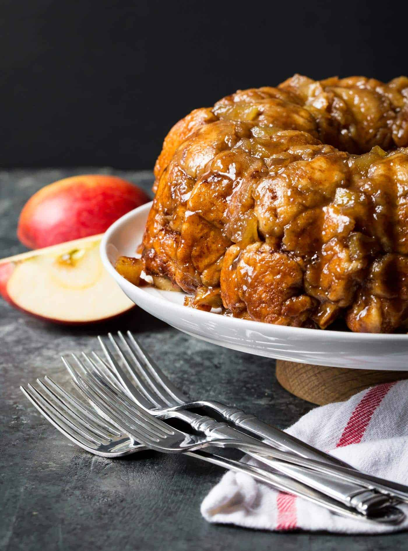 Wow your guests with this irresistible Gluten-Free Caramel Apple Monkey Bread at your next brunch!