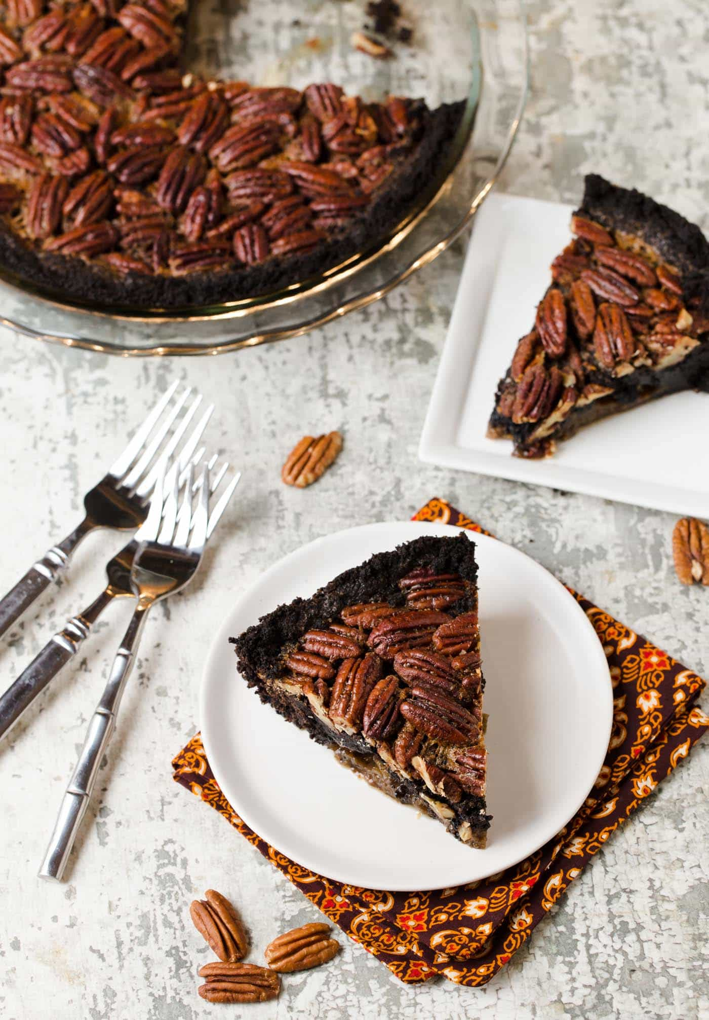 Bourbon, chocolate and pecans are a crazy good combination! Pin this recipe for Bourbon Pecan Pie with Chocolate Cookie Crust today!