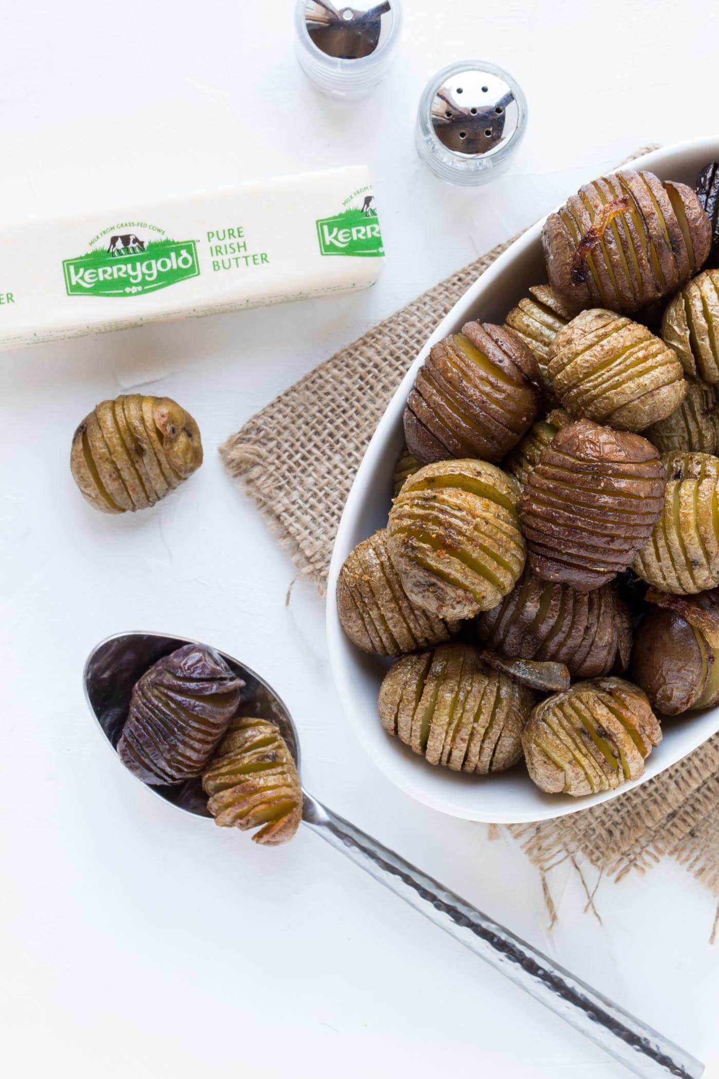 Need an easy but impressive side dish for entertaining? These Brown Butter Hasselback Potatoes fit the bill perfectly!