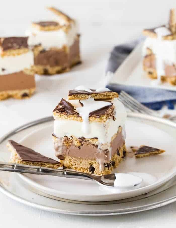 Get all of the deliciousness of a s'mores without the mess with this make-ahead s'mores ice cream cake with chocolte covered graham crackers and marshmallow cream!
