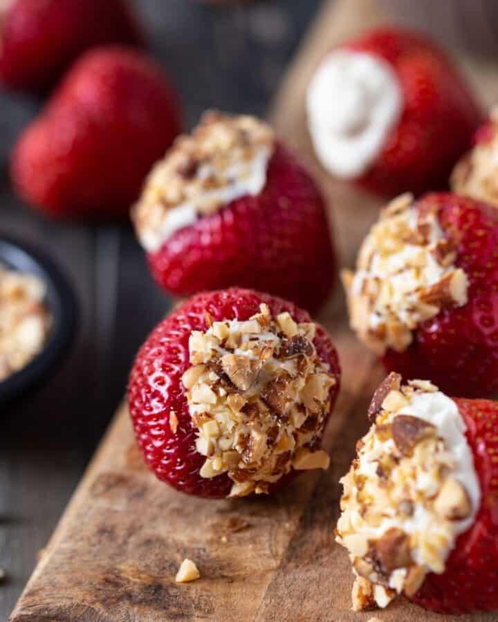 cheesecake stuffed strawberries featured image
