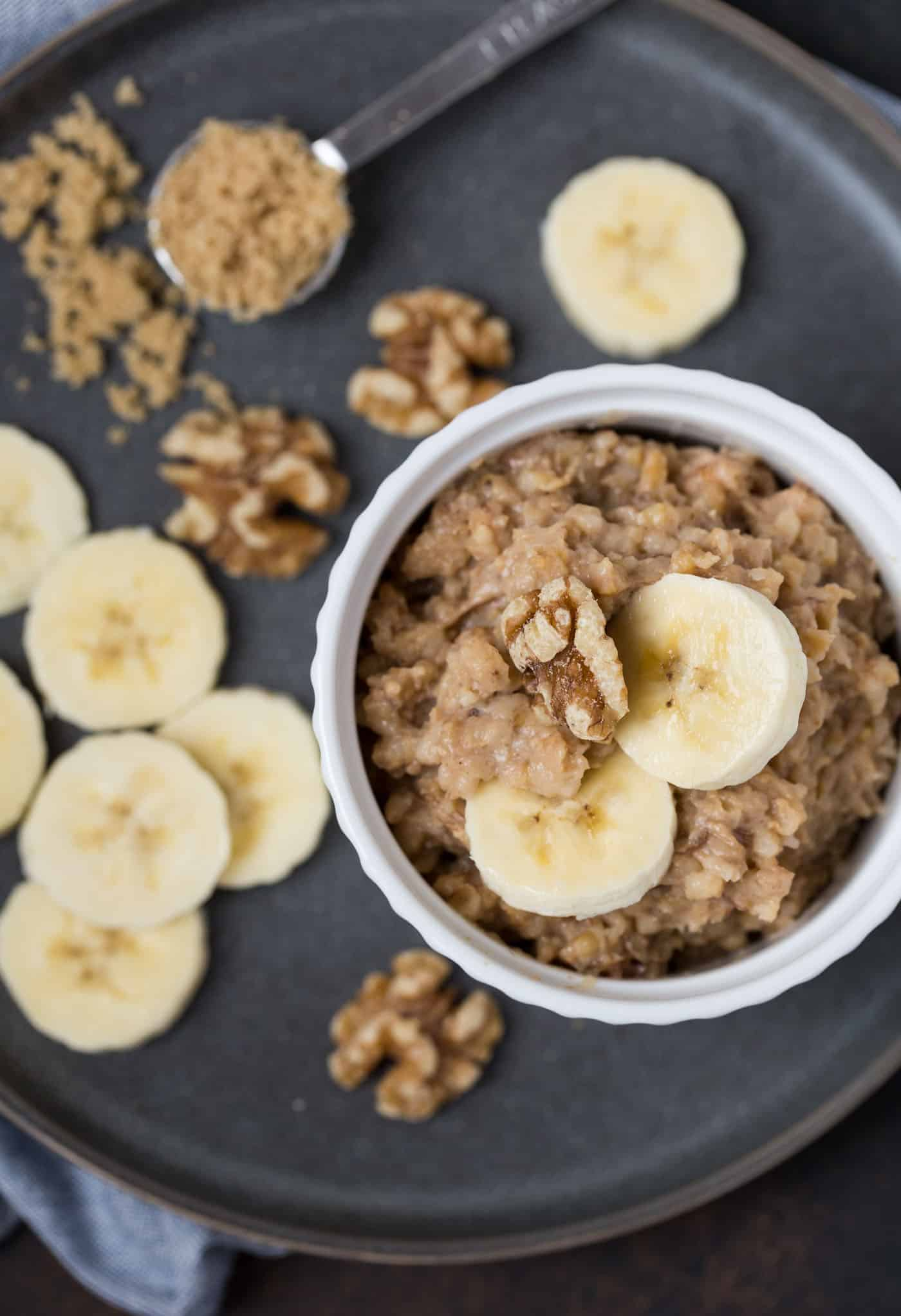 A bowl of oatmeal, with Banana and Oats.