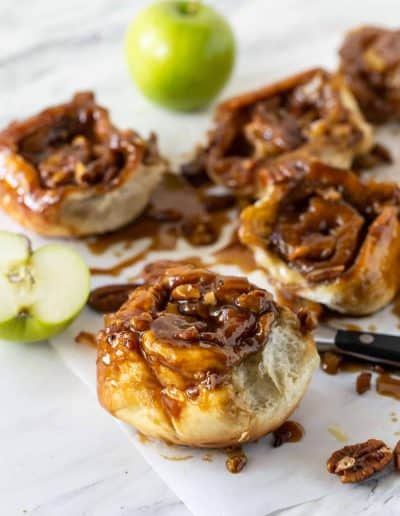 Easy Caramel Rolls with Apples